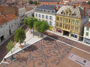 Place du Marché in Roanne adds colour to the town once again