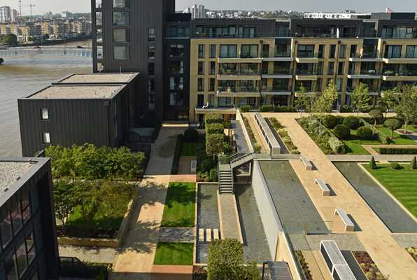 Fulham Riverside is an attractive oasis on the Thames, with its prestigious courtyard garden as its greatest asset