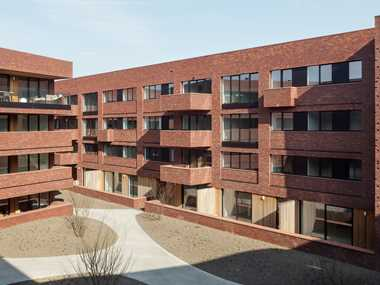 Dark-red monoblock bricks respond to multiformity and diversity of environment of 't Sas site