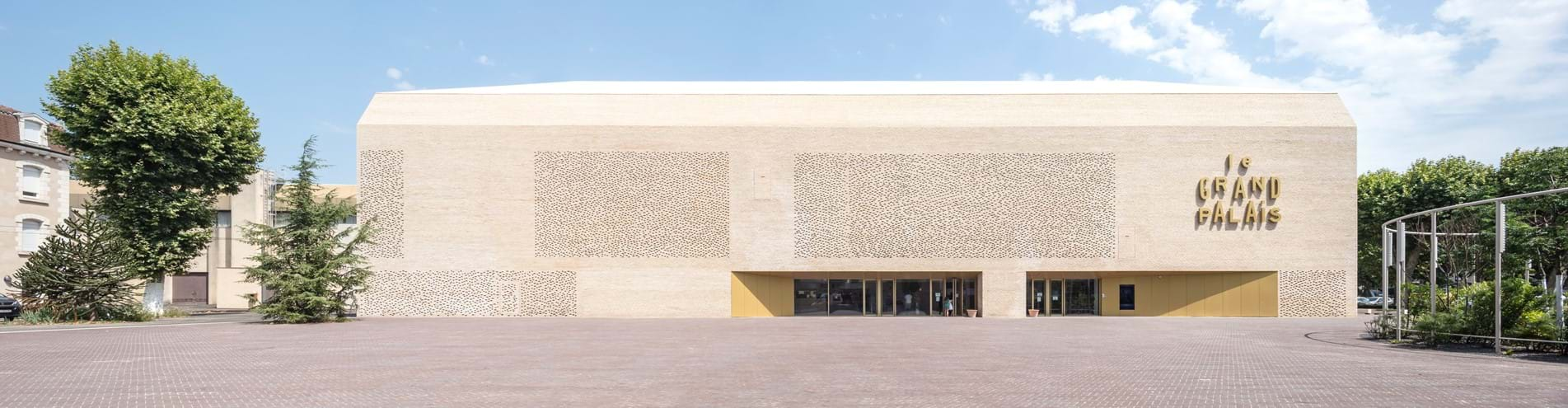'Le Grand Palais' cinema in Cahors constructed using the new linea 9001